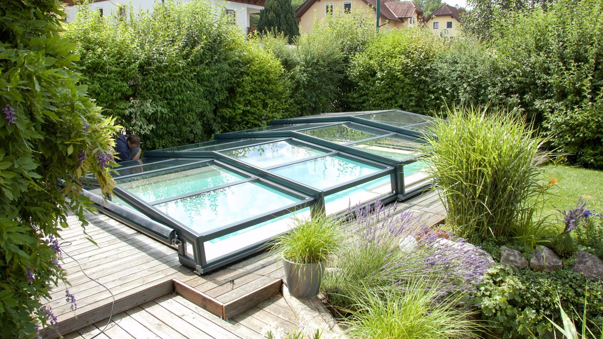 abris de piscine bas discret abri piscine t lescopique et modulable. Black Bedroom Furniture Sets. Home Design Ideas