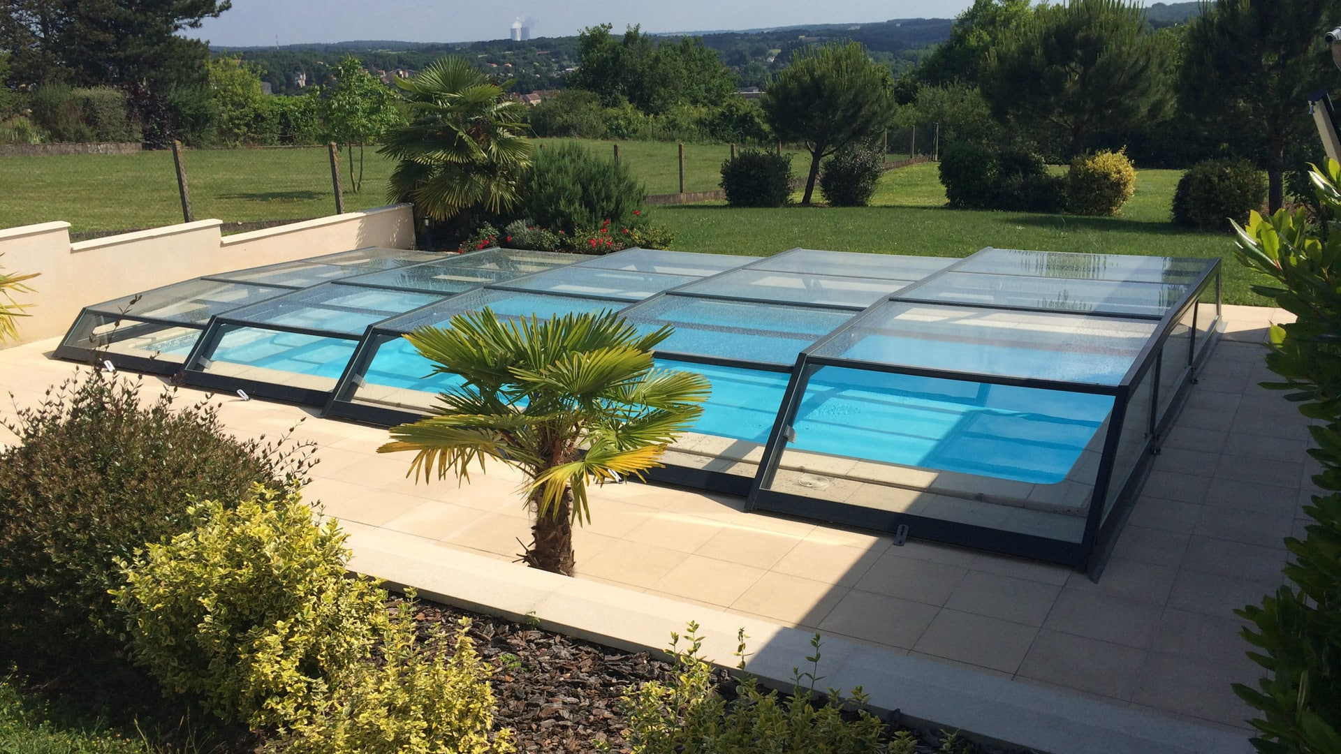 Abris de piscine bas t lescopique iris abri piscine for Abri piscine