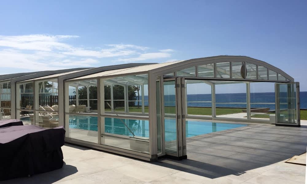 Abri de piscine haut Maestro - Abri de piscine en bord de mer