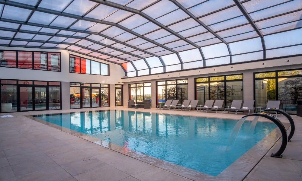 Abris de Piscine Professionnels - Hôtel Kyriad Prestige & Spa Lyon Saint Priest, France