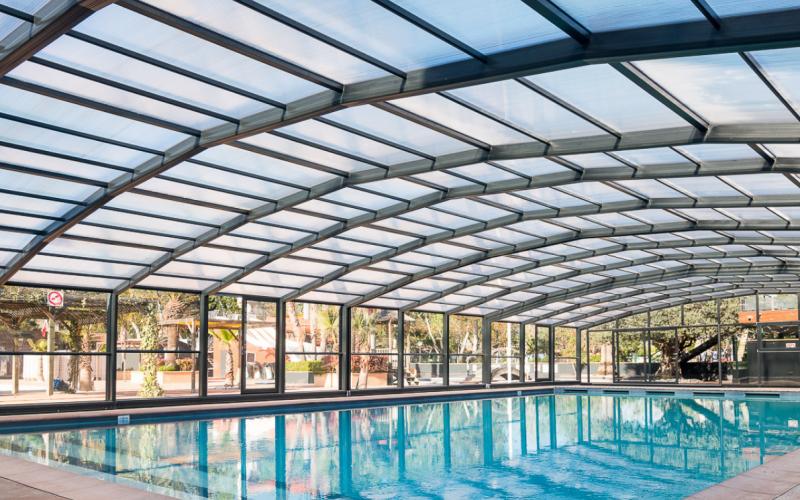Abri de piscine au Camping Les Sablons