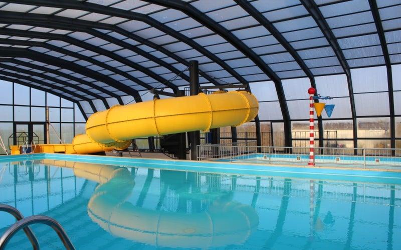 Abri de piscine au camping Ijsselstrand, Pays-Bas